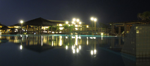 PISCINA A NOITE DO GRAND PALLADIUM IMBASSAI