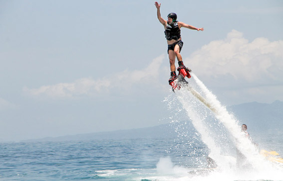 Flyboard e a Mantamar beach club na Playa de los Muertos