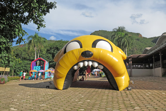 Rio quente resorts cartoon inflavel