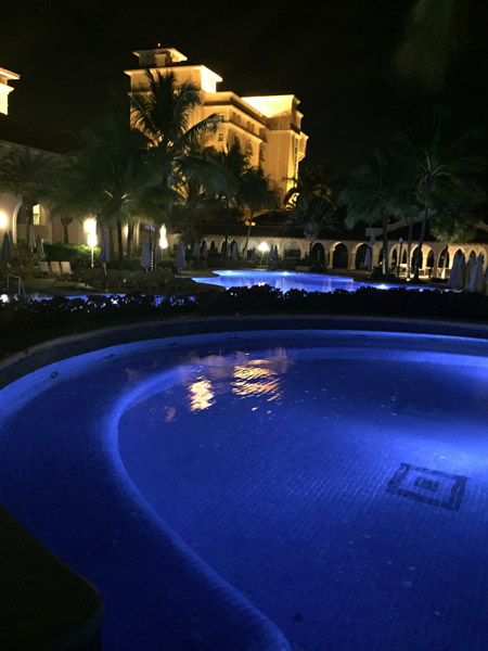 Royal Palm Plaza Piscina noite
