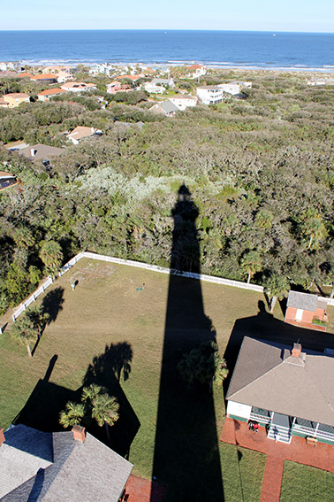 Ponce de Leon Inlet Lighthouse and Museum - Sombra do Farol visto de cima.